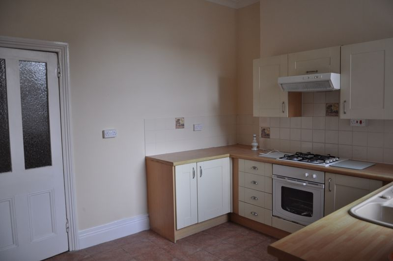 2 bed flat to rent in South Street 4