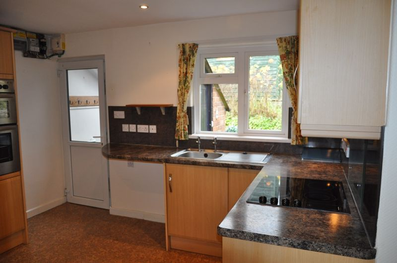 2 bed bungalow to rent in Church Close 7