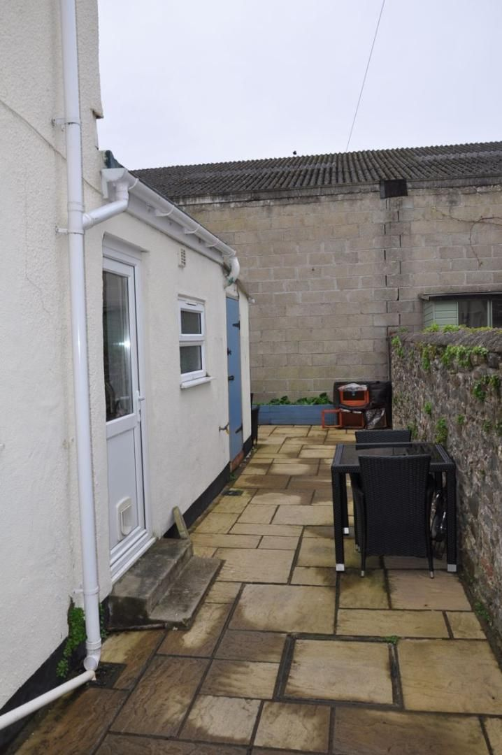 4 bed house for sale in Gloster Road 13