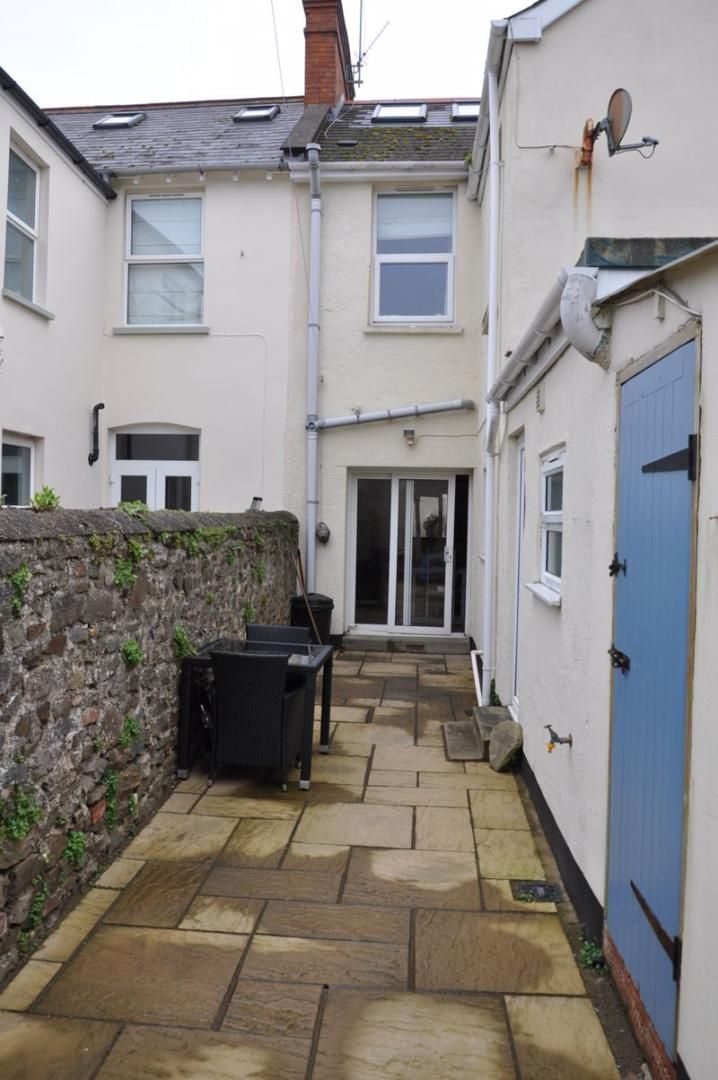 4 bed house for sale in Gloster Road  - Property Image 14