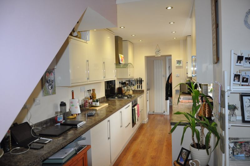 4 bed house for sale in Gloster Road  - Property Image 9