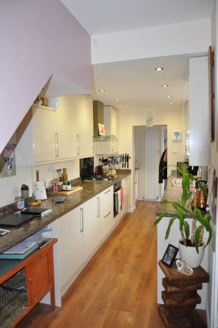 4 bed house for sale in Gloster Road 10