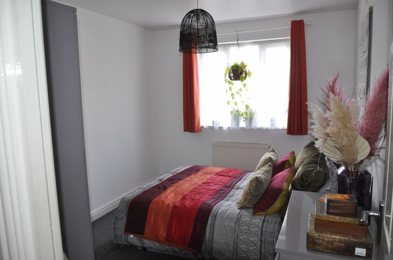 2 bed flat for sale in Westacott Meadow  - Property Image 5