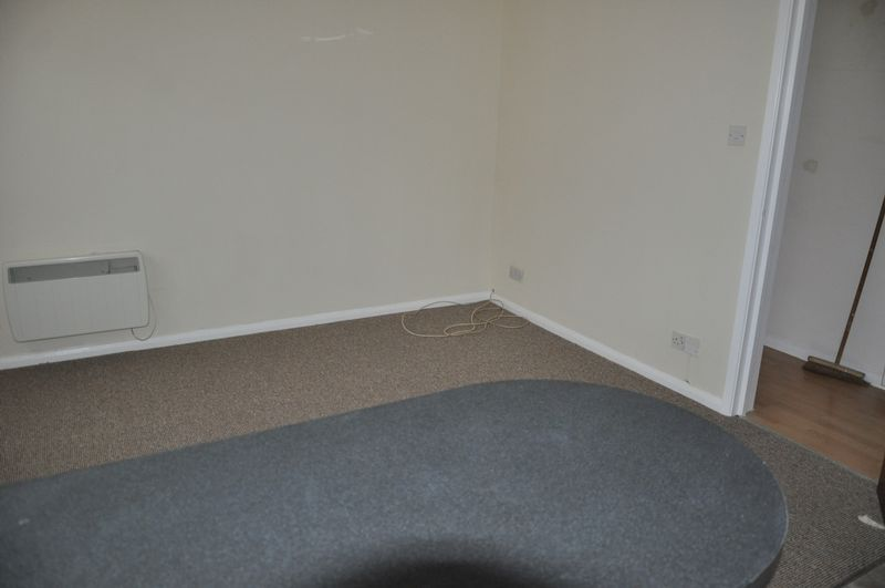 1 bed flat to rent in Hollowtree Court 8