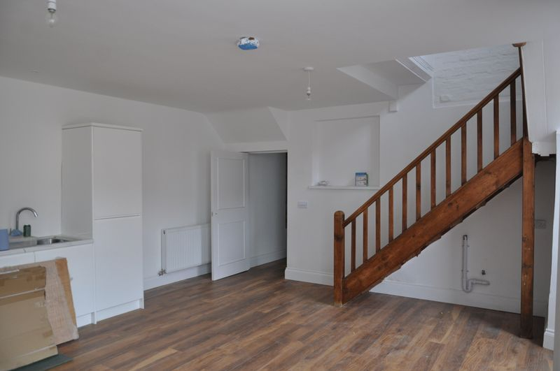 2 bed flat to rent in 10 Boutport Street 4