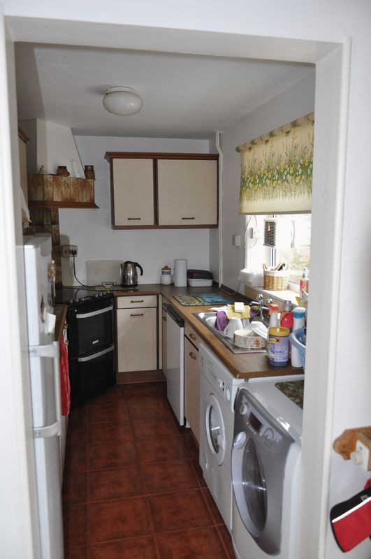 4 bed house for sale in Victoria Close  - Property Image 3