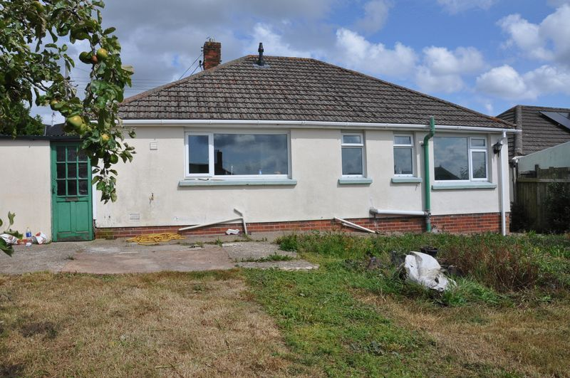 3 bed bungalow for sale in Ravelin Manor Road 12