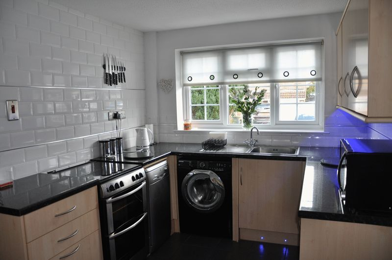 3 bed house for sale in Cross Close 2