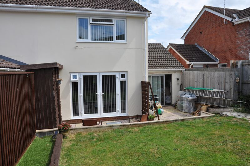 3 bed house for sale in Cross Close 8