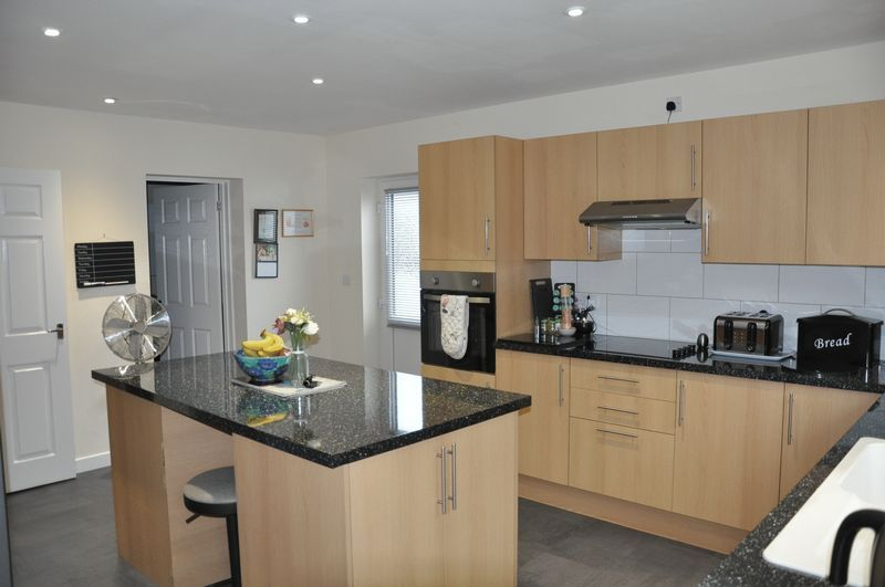 3 bed bungalow for sale in Clinton Road 1