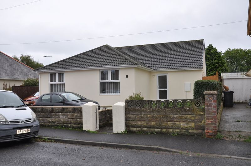 3 bed bungalow for sale in Clinton Road  - Property Image 2