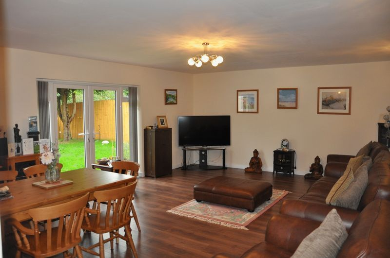 3 bed bungalow for sale in Clinton Road  - Property Image 3