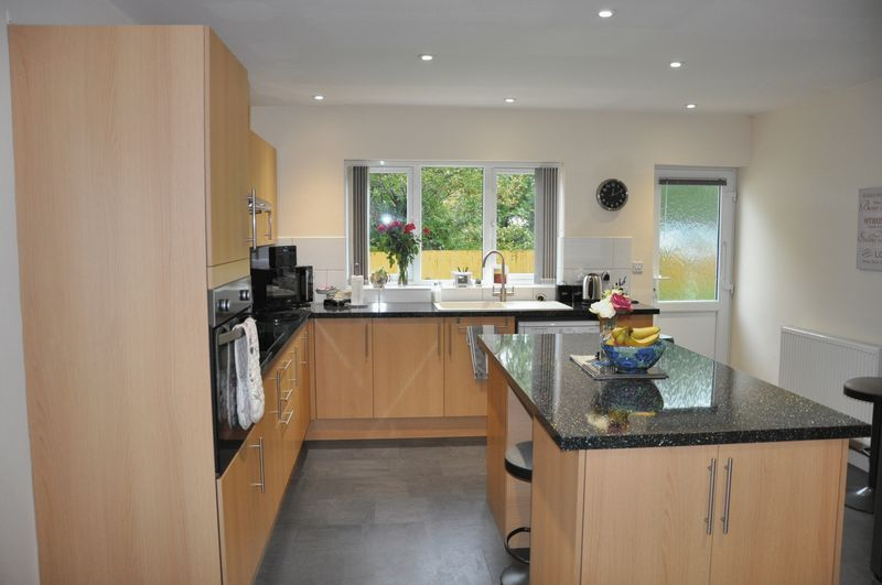 3 bed bungalow for sale in Clinton Road  - Property Image 4