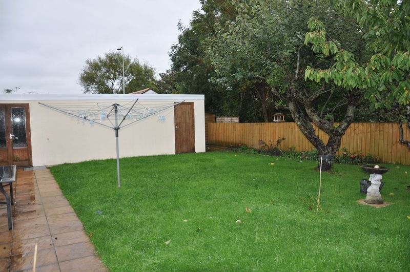 3 bed bungalow for sale in Clinton Road 9