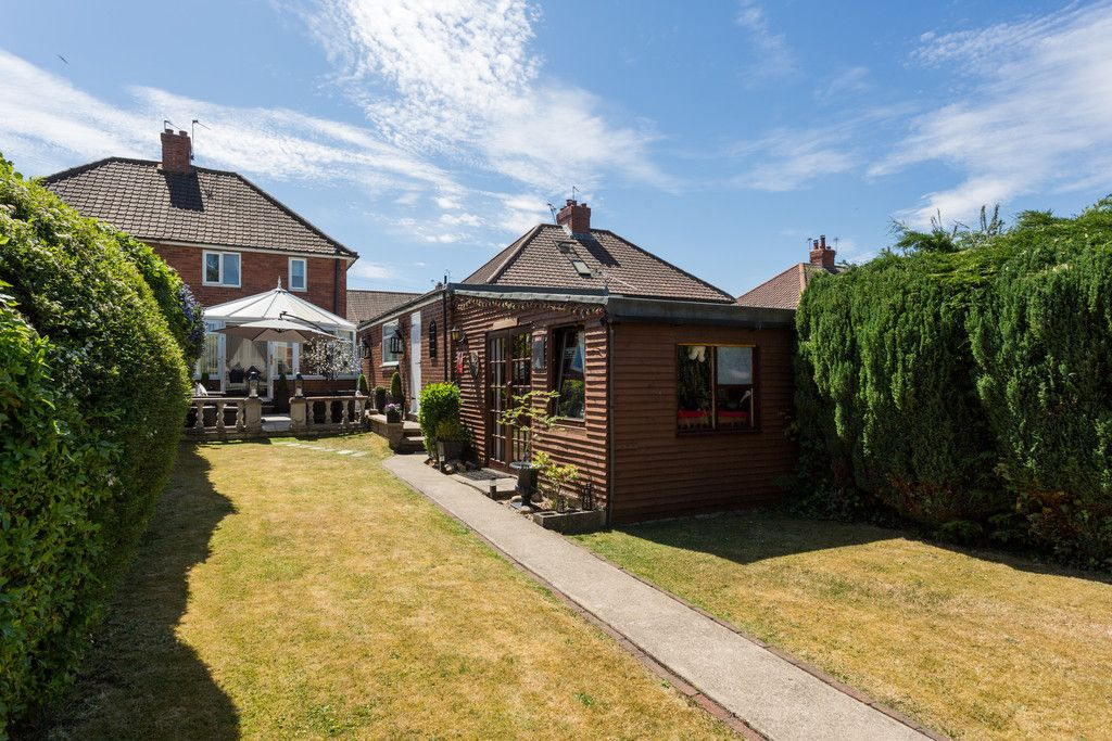 2 bed house for sale in Shirley Avenue, York 11
