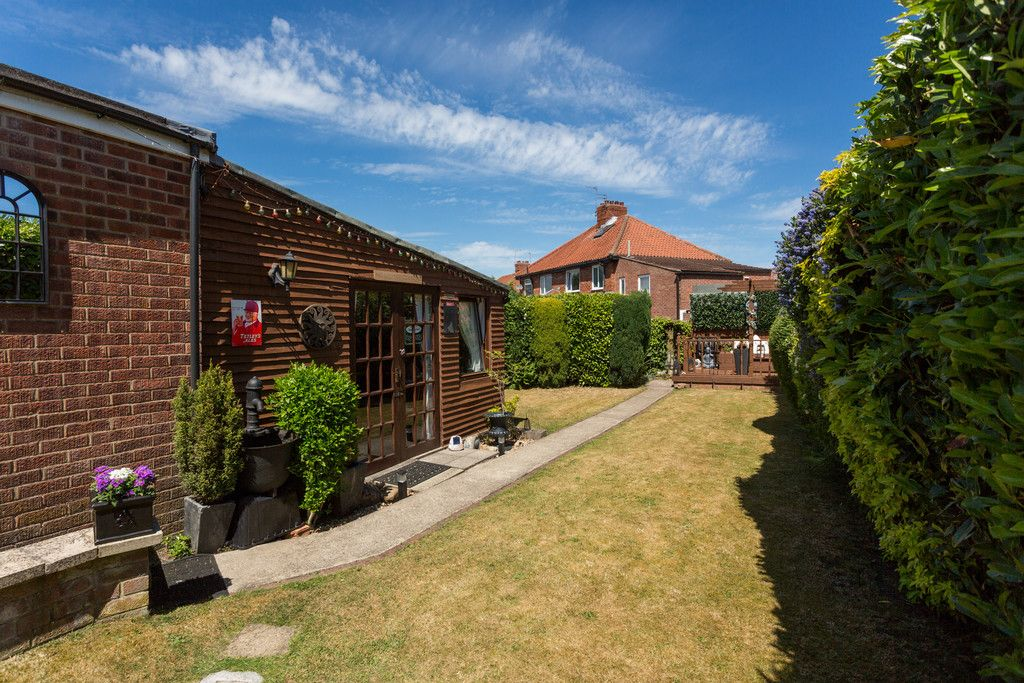 2 bed house for sale in Shirley Avenue, York 9