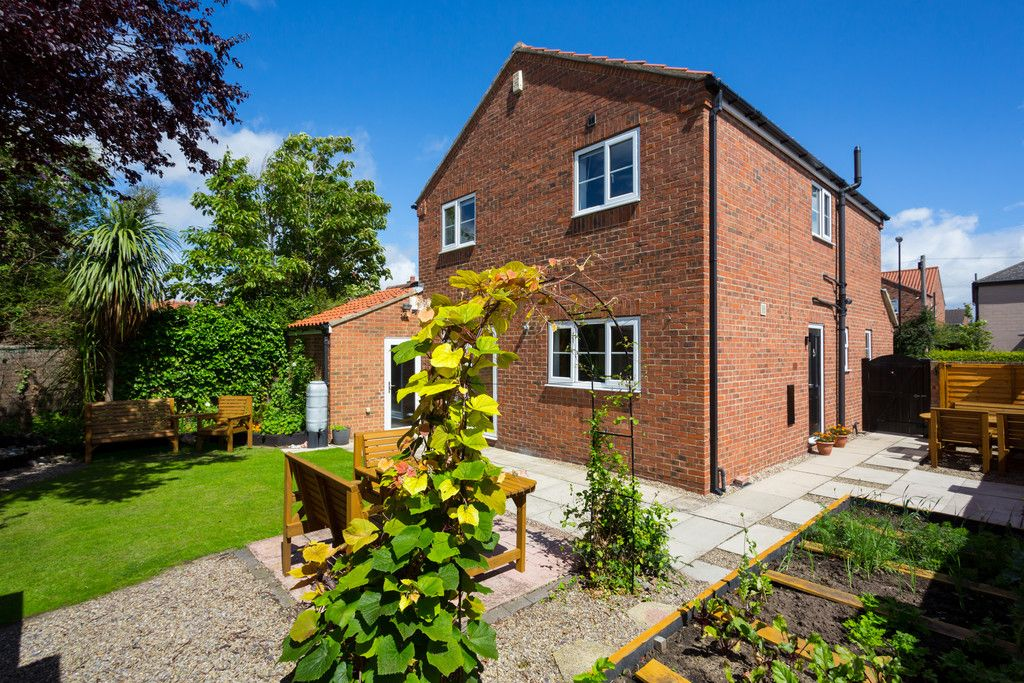 4 bed house for sale in Main Street, Copmanthorpe, York  - Property Image 2