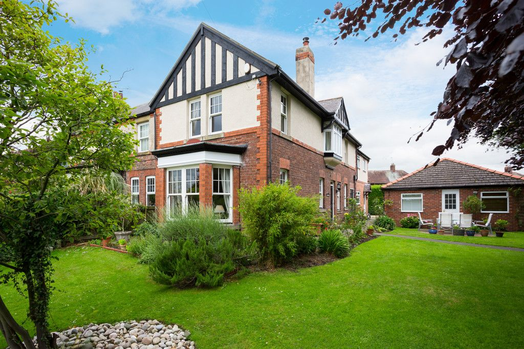4 bed house for sale in York Road, Tadcaster - Property Image 1