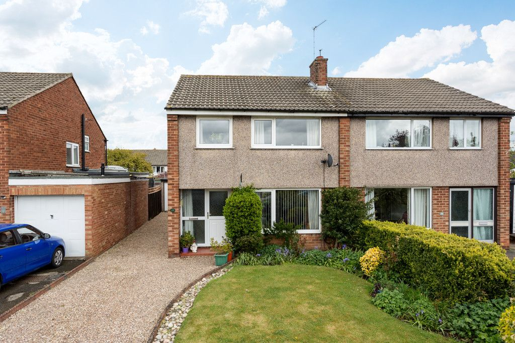 3 bed house for sale in Heatherdene, Tadcaster  - Property Image 1