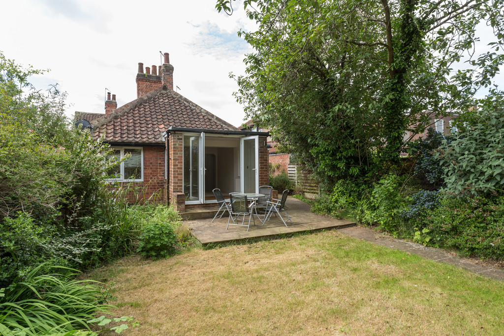 2 bed bungalow for sale in Middlethorpe Grove, York, YO24