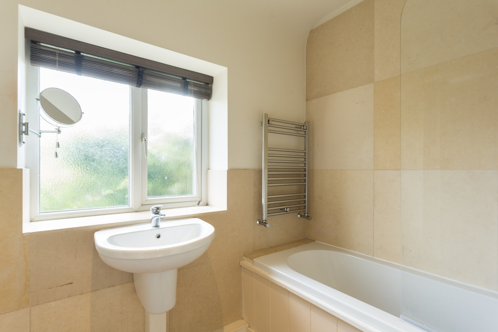 2 bed bungalow for sale in Middlethorpe Grove, York  - Property Image 12