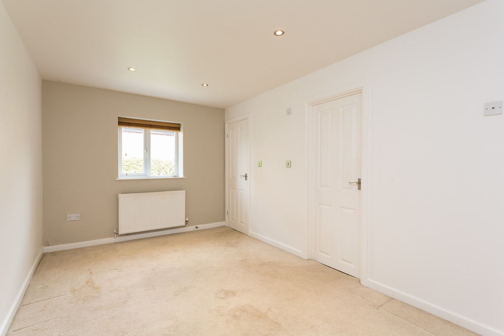 2 bed bungalow for sale in Middlethorpe Grove, York  - Property Image 13