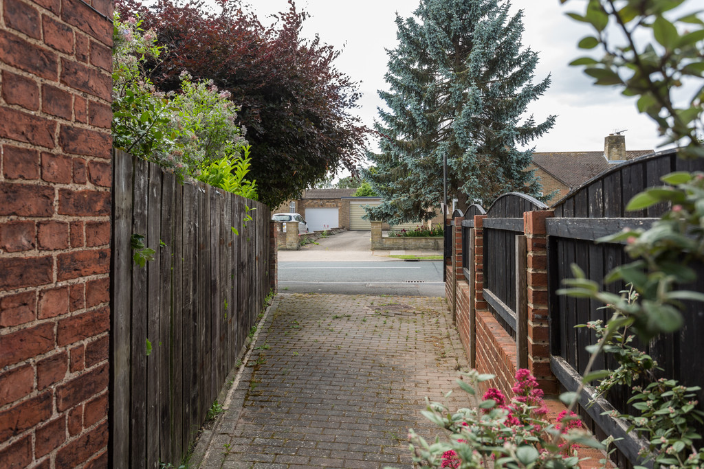 2 bed bungalow for sale in Middlethorpe Grove, York  - Property Image 15