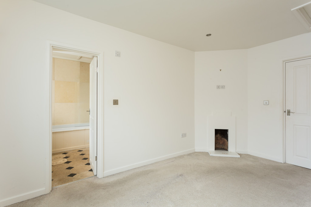 2 bed bungalow for sale in Middlethorpe Grove, York  - Property Image 5
