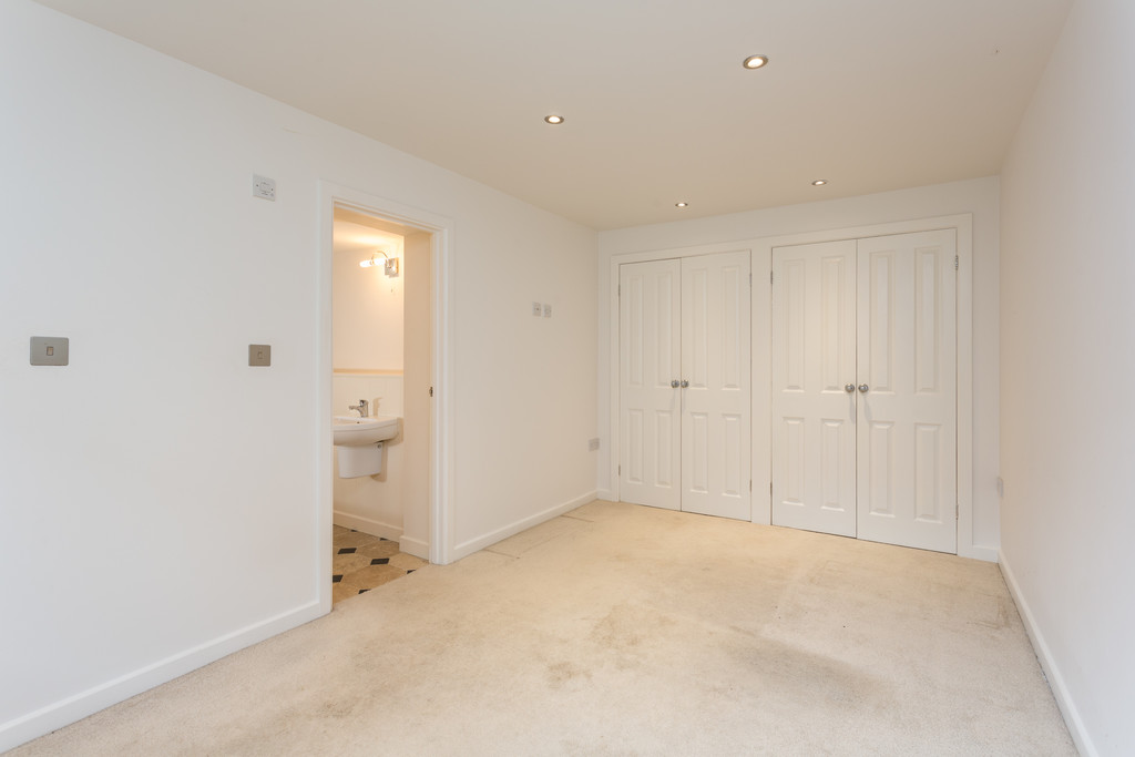 2 bed bungalow for sale in Middlethorpe Grove, York  - Property Image 6