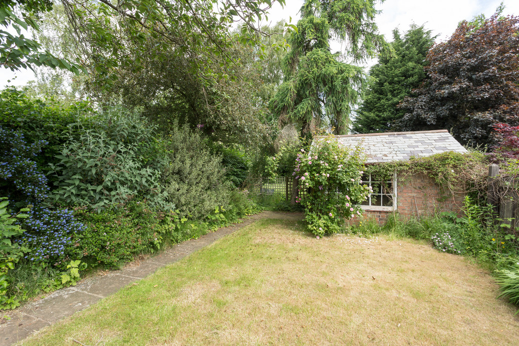 2 bed bungalow for sale in Middlethorpe Grove, York  - Property Image 7
