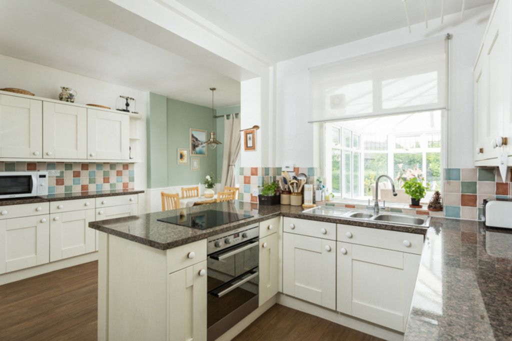 6 bed house for sale  - Property Image 7