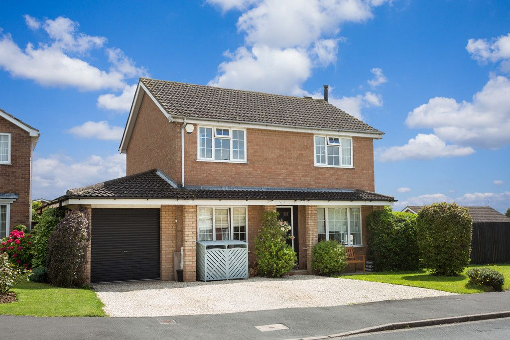 4 bed house for sale in Weavers Close, Copmanthorpe, York, YO23