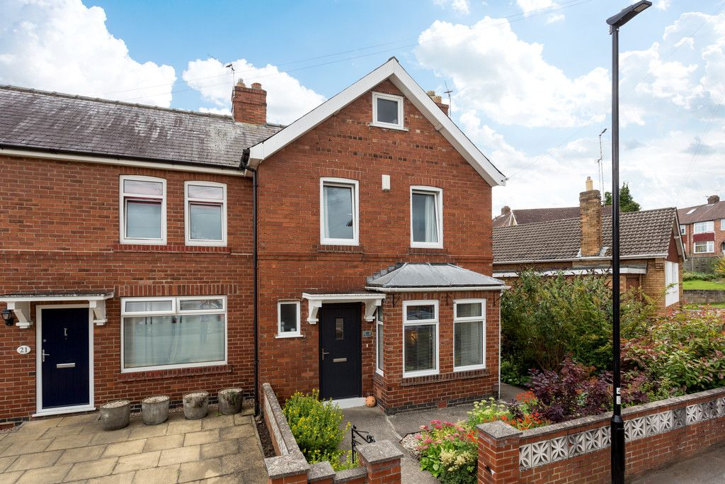 3 bed house for sale in Howe Hill Road, York 1