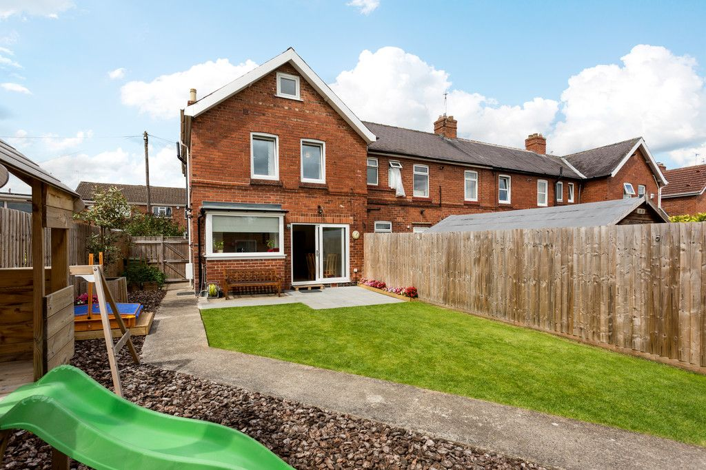 3 bed house for sale in Howe Hill Road, York 14