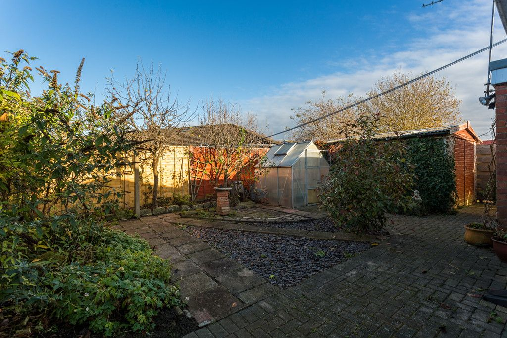 3 bed bungalow for sale in Hawthorn Spinney, York  - Property Image 2