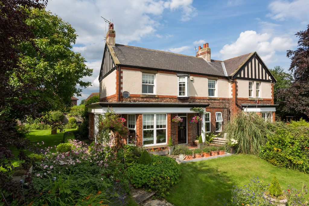 4 bed house for sale in Gallows Green, Tadcaster  - Property Image 1