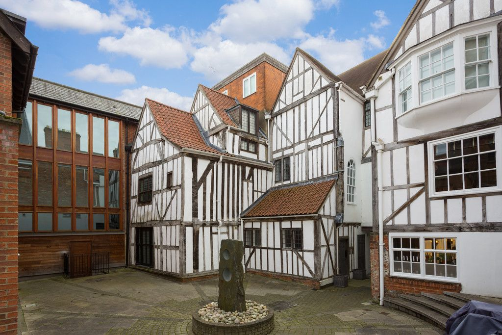 2 bed flat for sale in Talbot Court, Low Petergate, York 1