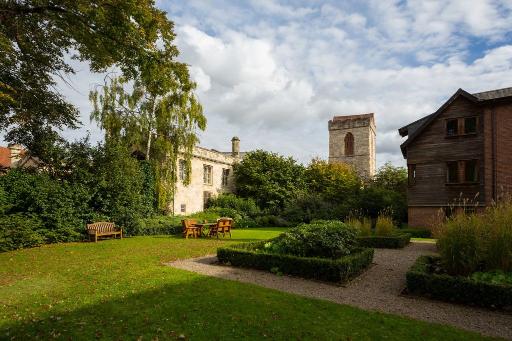 2 bed flat for sale in Talbot Court, Low Petergate, York 2