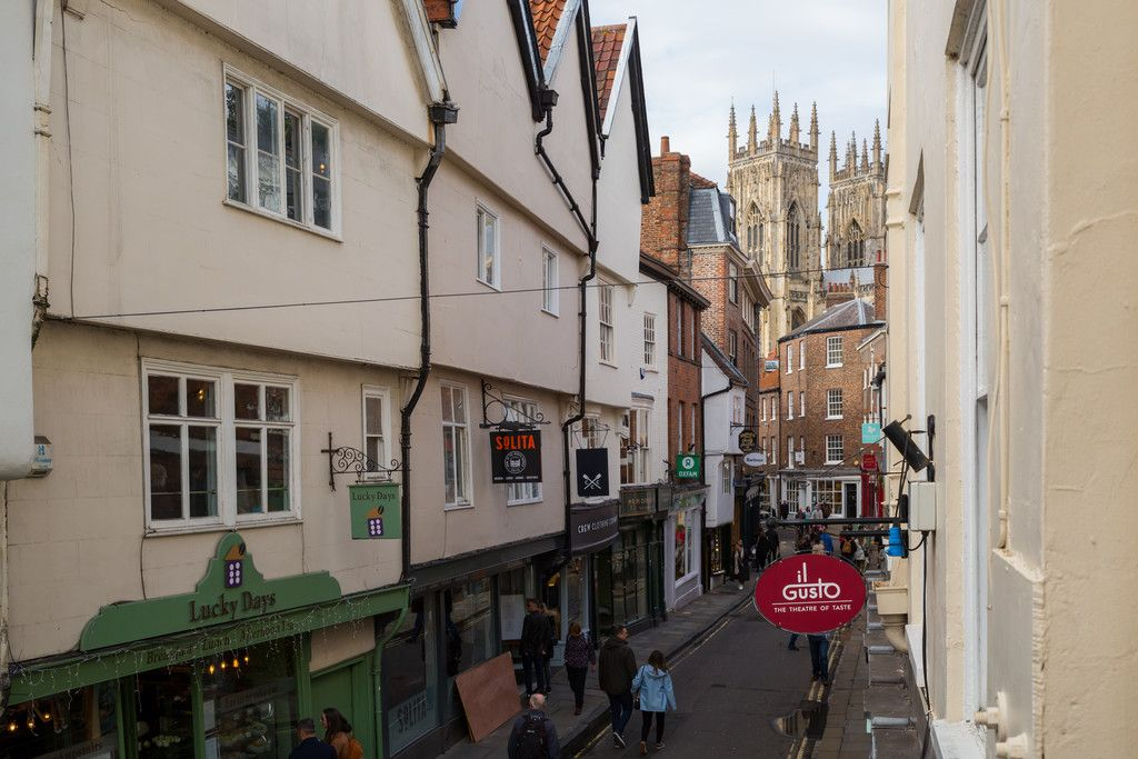 2 bed flat for sale in Talbot Court, Low Petergate, York  - Property Image 15