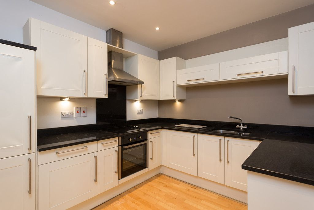 2 bed flat for sale in Talbot Court, Low Petergate, York  - Property Image 3