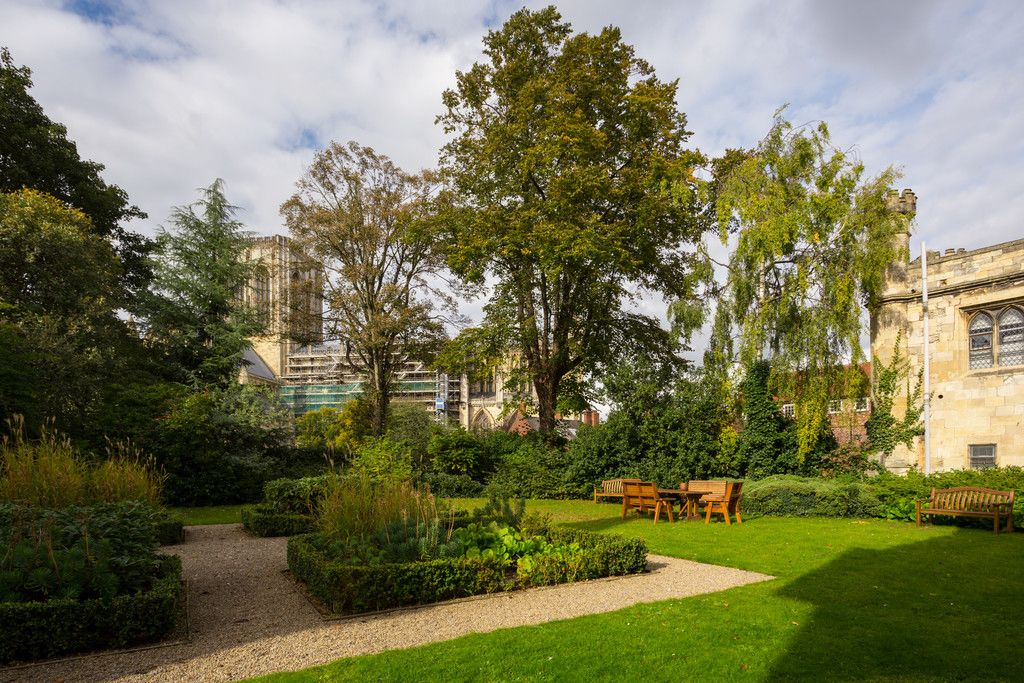 2 bed flat for sale in Talbot Court, Low Petergate, York 21