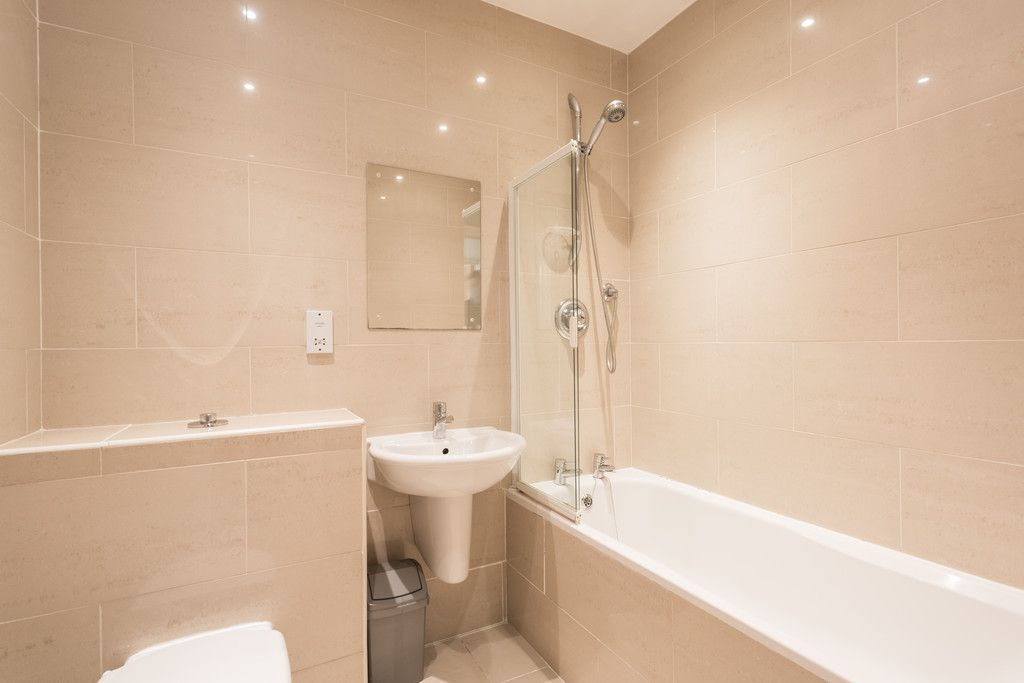2 bed flat for sale in Talbot Court, Low Petergate, York 5
