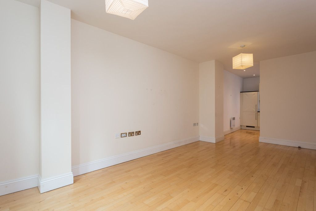 2 bed flat for sale in Talbot Court, Low Petergate, York  - Property Image 6