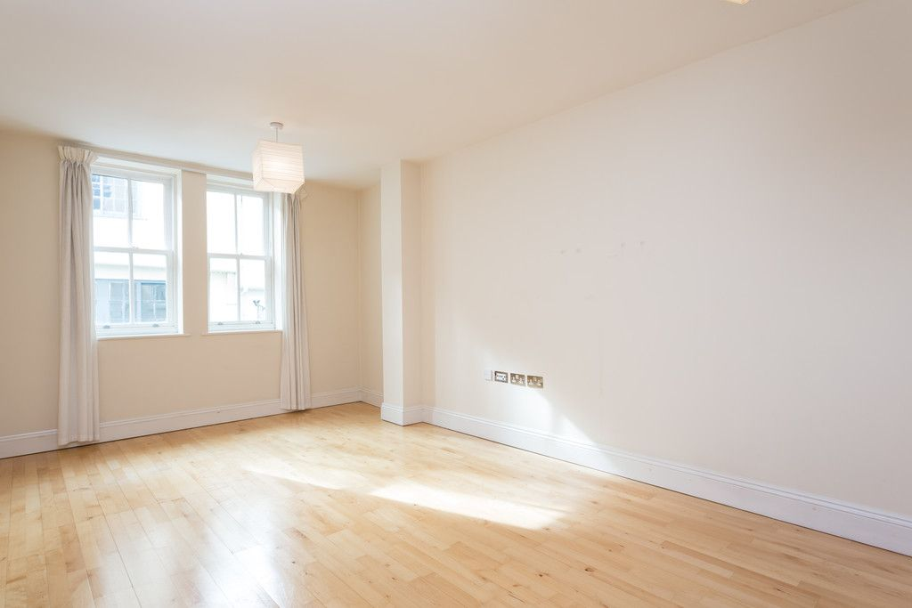 2 bed flat for sale in Talbot Court, Low Petergate, York  - Property Image 7
