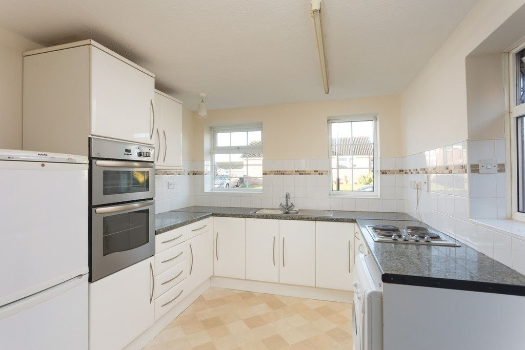 2 bed bungalow for sale in Potters Drive, Copmanthorpe, York  - Property Image 3