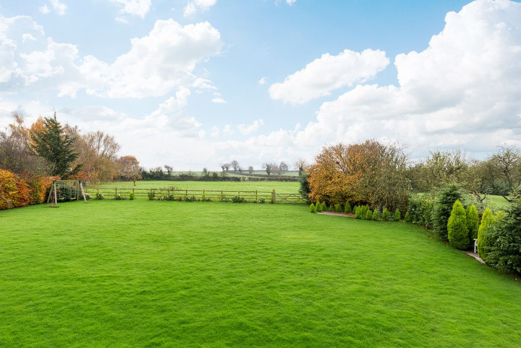 3 bed house for sale in Headwell Lane, Saxton, Tadcaster 2