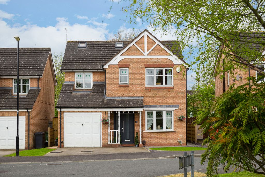 5 bed house for sale in Whistler Close, Copmanthorpe, York 1