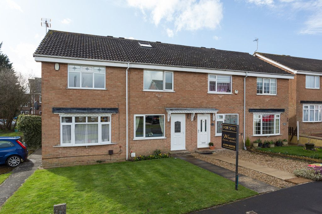 3 bed house for sale in Ostlers Close, Copmanthorpe, York - Property Image 1