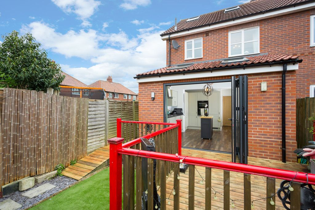 4 bed house for sale in Moorland Gardens, Copmanthorpe, York  - Property Image 11