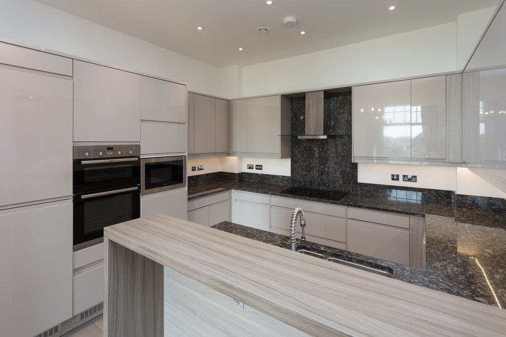 2 bed flat for sale in The Residence, Bishopthorpe Road, York 2